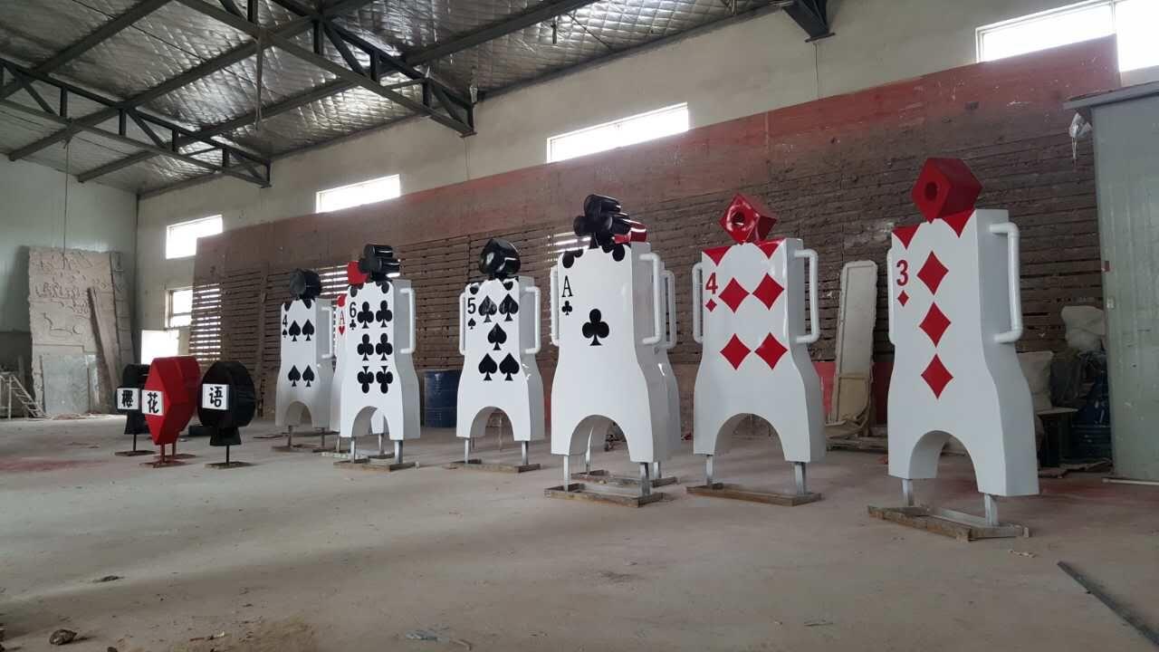 趣味扑克牌小品雕塑制作 让你感受不一样的掼蛋大营