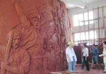 """华派雕塑制作""""红军广场""""浮雕墙泥塑"""