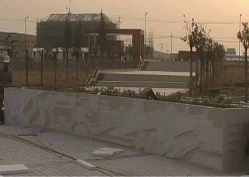 《汽车工业史》-安徽汽车学校雕塑